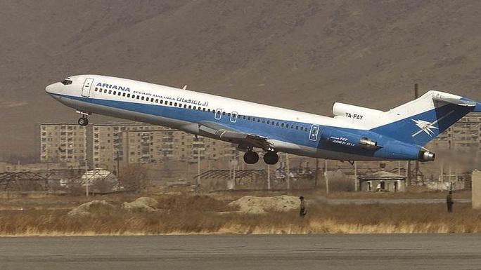 Máy bay chở khách Boeing rơi ở Afghanistan - Ảnh 1.