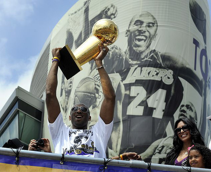 Huyền thoại bóng rổ Kobe Bryant tử nạn máy bay - Ảnh 1.
