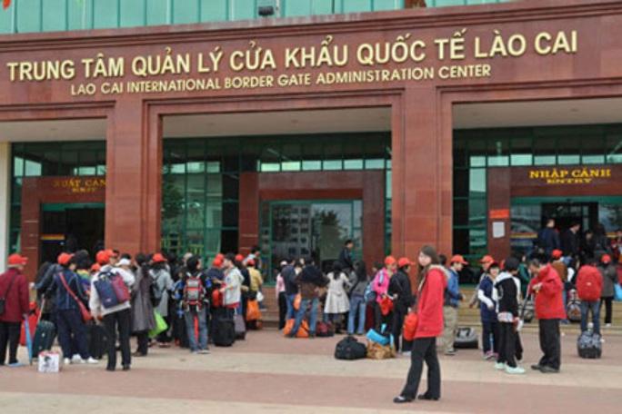 Phòng dịch Corona, Lào Cai tạm ngừng xuất, nhập cảnh khách du lịch qua cửa khẩu quốc tế - Ảnh 2.