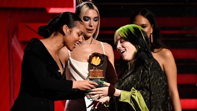 Billie Eilish chiếm trọn Grammy 2020 - Ảnh 3.