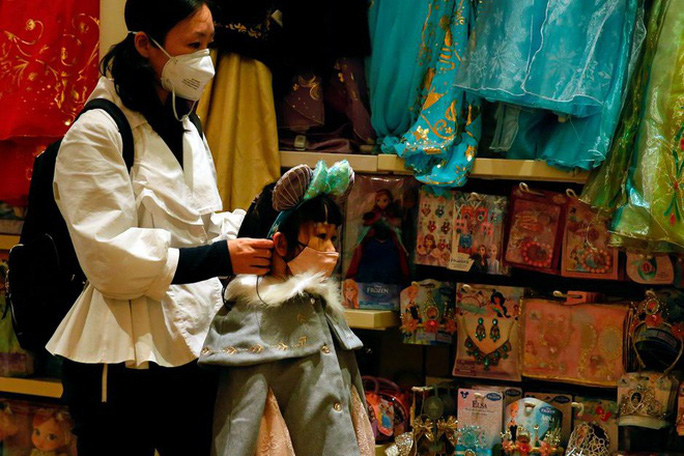 Cảnh báo từ chuyên gia: Có thể 100.000 người đã nhiễm virus corona - Ảnh 2.