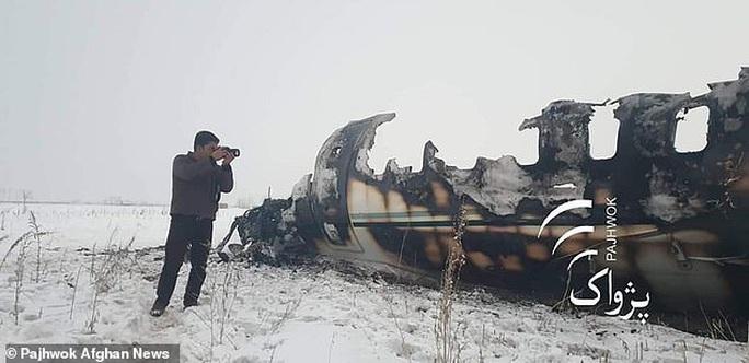 Afghanistan: Đụng độ dữ dội tại khu vực rơi máy bay quân sự Mỹ - Ảnh 2.