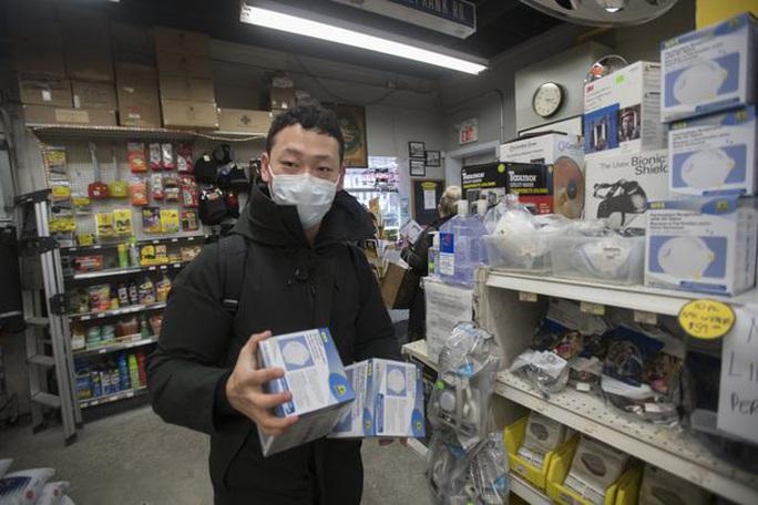 Virus Vũ Hán: Người dân các nước khổ sở săn lùng khẩu trang - Ảnh 4.