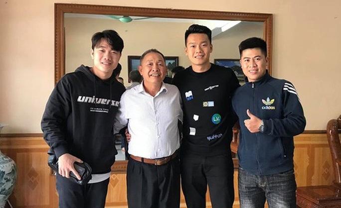 Xuân Trường rủ sao Hà Nội FC thăm thầy cũ trước ngày lên đường sang Hàn Quốc - Ảnh 2.
