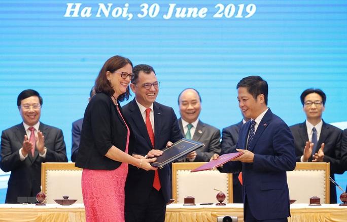 Việt Nam và những cái bắt tay đáng nhớ năm 2019 - Ảnh 9.