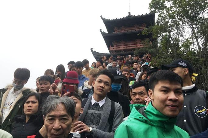 200.000 đồng/lượt đi thuyền trên hồ Tam Chúc, du khách vẫn chen nhau đi - Ảnh 6.