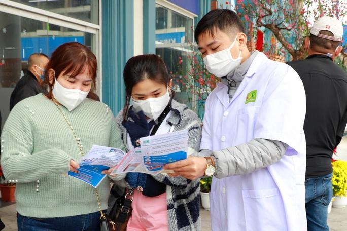Trước nạn virus Corona, Cửa khẩu quốc tế Móng Cái vẫn hoạt động bình thường - Ảnh 5.