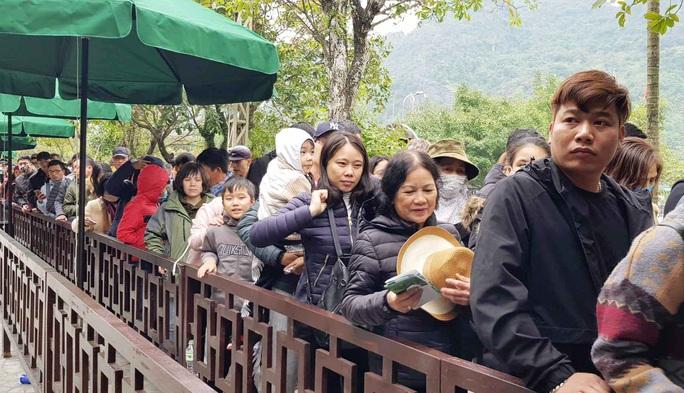 Ninh Bình theo dõi đặc biệt người phụ nữ đi cùng 3 trường hợp nhiễm virus corona - Ảnh 1.