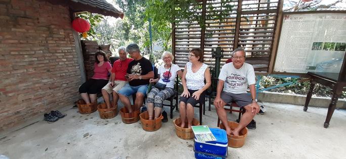 Du khách đến Huế vẫn tăng mạnh trong dịp Tết bất chấp dịch Corona - Ảnh 2.