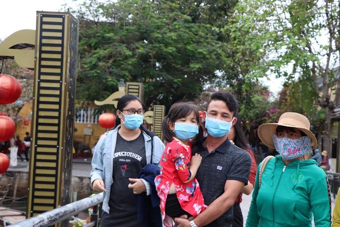 Sợ nhiễm virus corona, tài xế taxi Hội An nhập viện theo dõi - Ảnh 5.