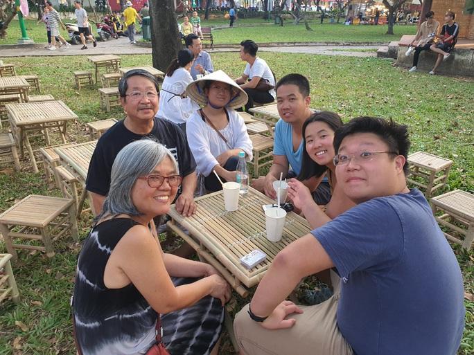 Cả trăm món ăn đặc sản tụ hội ở lễ hội Tết Việt - Ảnh 2.
