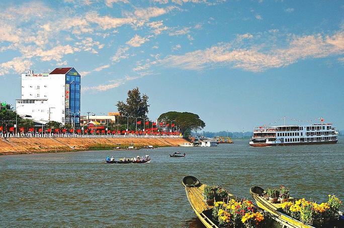 Kêu gọi đầu tư xây cầu BOT vượt sông Tiền ở xứ lụa Tân Châu - Ảnh 1.