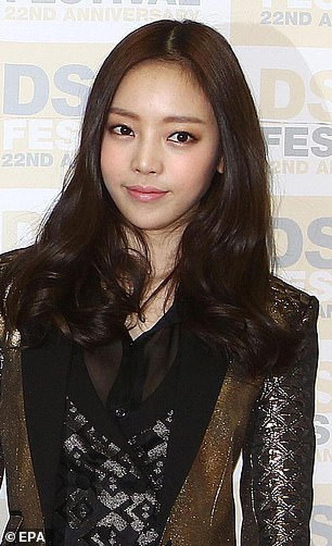 Nữ ca sĩ nói về Sulli và mặt tối của showbiz Hàn - Ảnh 4.