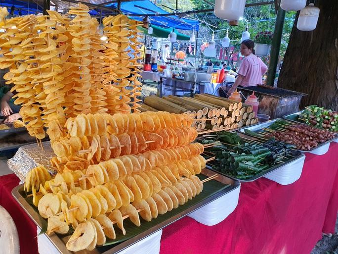 Cả trăm món ăn đặc sản tụ hội ở lễ hội Tết Việt - Ảnh 7.