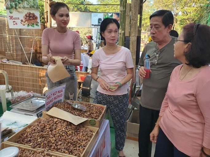 Cả trăm món ăn đặc sản tụ hội ở lễ hội Tết Việt - Ảnh 5.