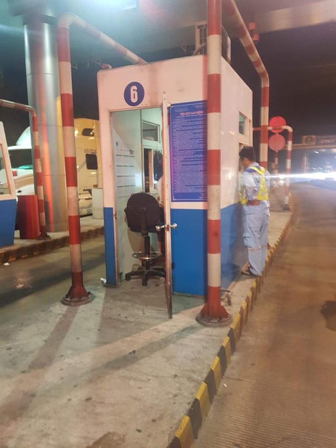 Bắt khẩn cấp đối tượng cướp tại trạm thu phí đường cao tốc - Ảnh 1.
