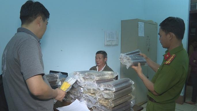 Bắt giữ đối tượng vận chuyển thuốc nổ lớn nhất từ trước đến nay tại Đắk Lắk - Ảnh 1.