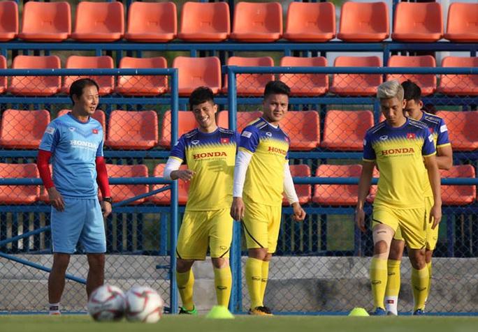 Đình Trọng hăng hái tập luyện trước thông tin bị HLV Park Hang-seo gạch tên dự U23 châu Á - Ảnh 4.