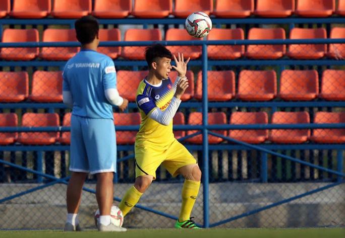 Đình Trọng hăng hái tập luyện trước thông tin bị HLV Park Hang-seo gạch tên dự U23 châu Á - Ảnh 5.