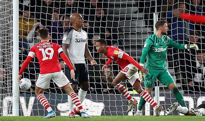 Wayne Rooney tái xuất, sân cỏ Hạng nhất nước Anh náo động - Ảnh 4.