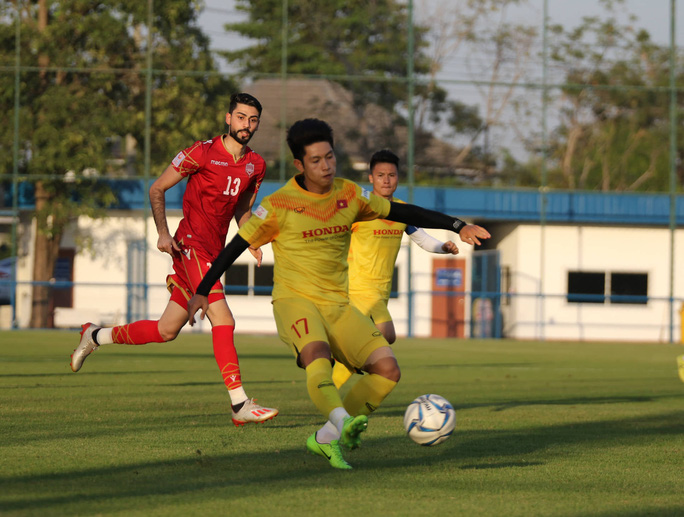 Tấn Sinh ghi bàn từ chấm 11 mét, U23 Việt Nam vẫn bại trận trước Bahrain - Ảnh 4.