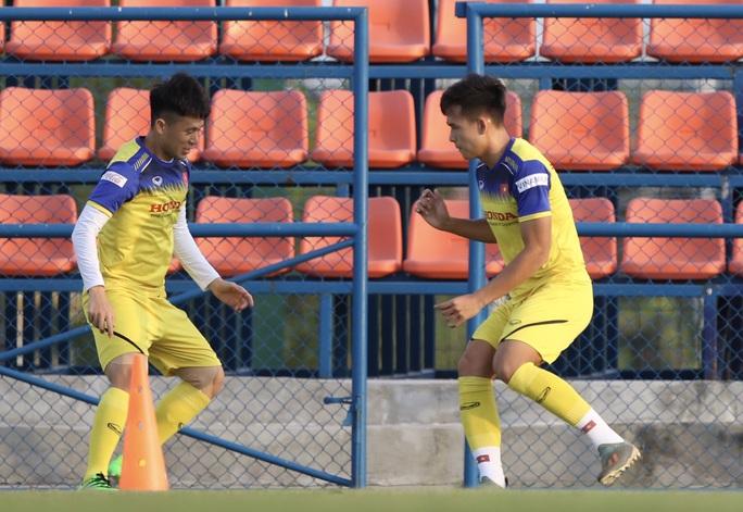 Đình Trọng hăng hái tập luyện trước thông tin bị HLV Park Hang-seo gạch tên dự U23 châu Á - Ảnh 3.