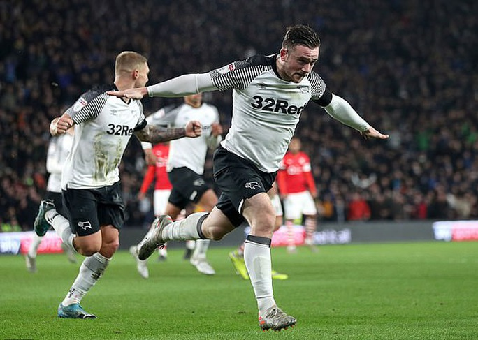 Wayne Rooney tái xuất, sân cỏ Hạng nhất nước Anh náo động - Ảnh 3.