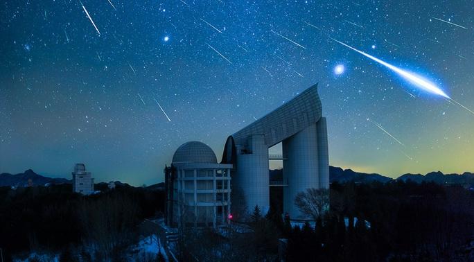 Đêm nay, bầu trời Việt Nam xuất hiện mưa sao băng từ sao chổi Zombie - Ảnh 1.