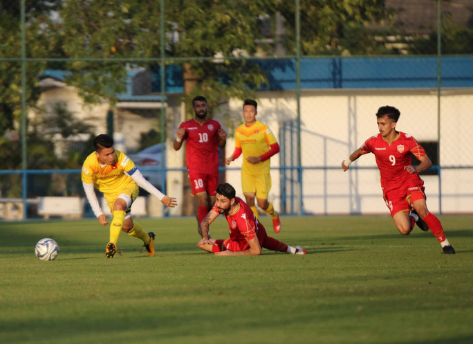 Tấn Sinh ghi bàn từ chấm 11 mét, U23 Việt Nam vẫn bại trận trước Bahrain - Ảnh 2.