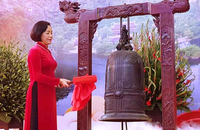 Phó Thủ tướng Thường trực Trương Hòa Bình đánh trống khai hội chùa Bái Đính - Ảnh 2.