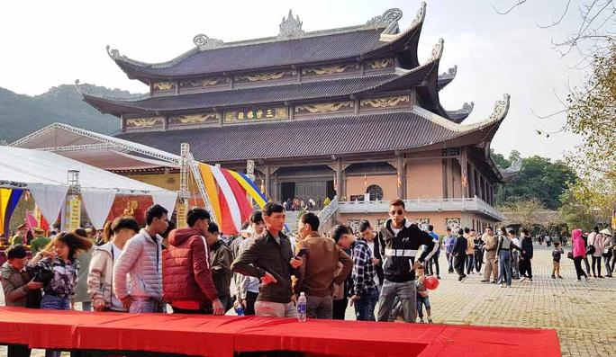 Phó Thủ tướng Thường trực Trương Hòa Bình đánh trống khai hội chùa Bái Đính - Ảnh 6.