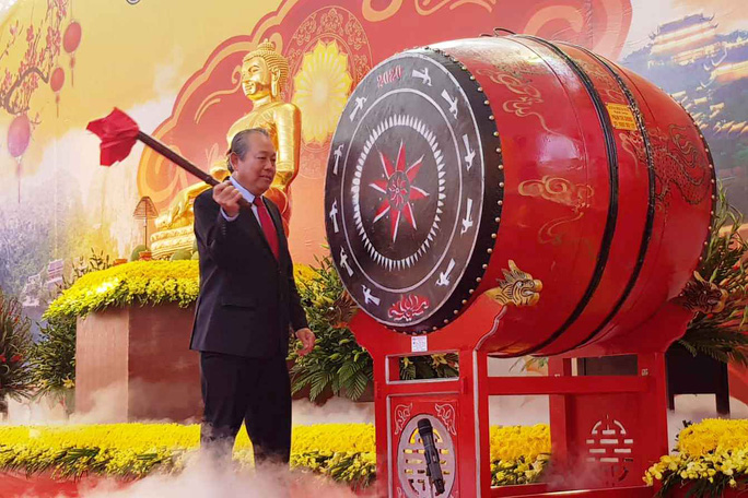 Phó Thủ tướng Thường trực Trương Hòa Bình đánh trống khai hội chùa Bái Đính - Ảnh 1.