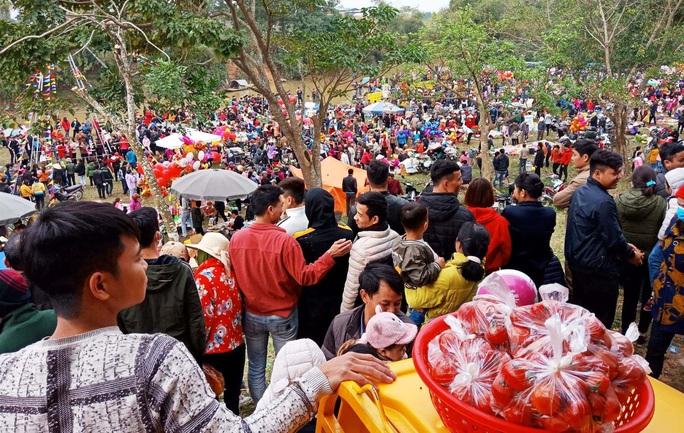 Hàng ngàn người đi chợ đánh nhau cầu may ở Thanh Hóa - Ảnh 21.