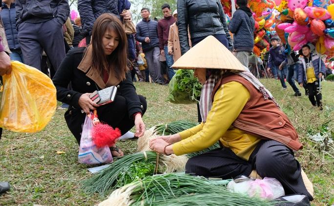 Hàng ngàn người đi chợ đánh nhau cầu may ở Thanh Hóa - Ảnh 7.