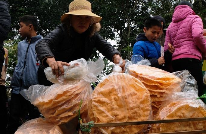 Hàng ngàn người đi chợ đánh nhau cầu may ở Thanh Hóa - Ảnh 15.