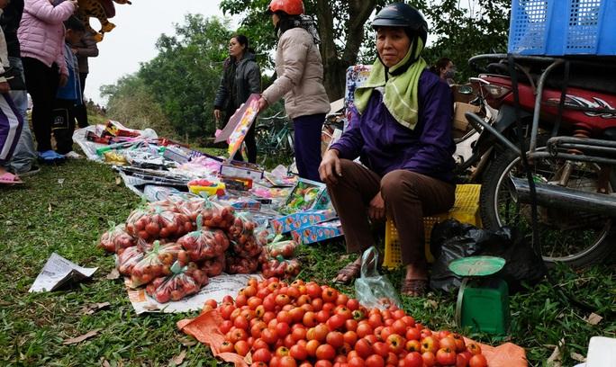 Hàng ngàn người đi chợ đánh nhau cầu may ở Thanh Hóa - Ảnh 20.