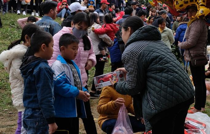 Hàng ngàn người đi chợ đánh nhau cầu may ở Thanh Hóa - Ảnh 19.