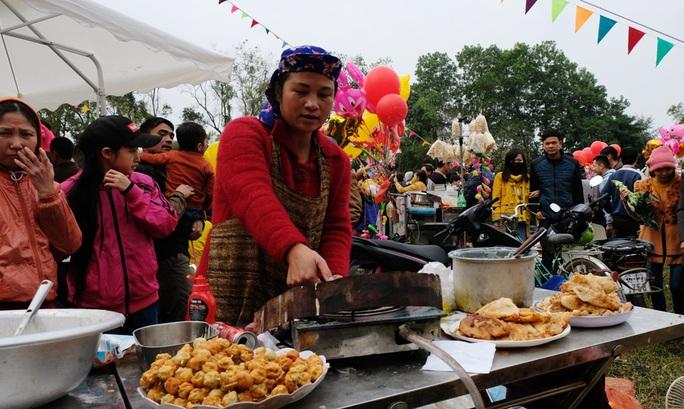 Hàng ngàn người đi chợ đánh nhau cầu may ở Thanh Hóa - Ảnh 16.