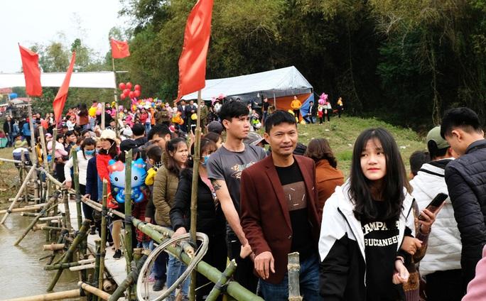 Hàng ngàn người đi chợ đánh nhau cầu may ở Thanh Hóa - Ảnh 5.
