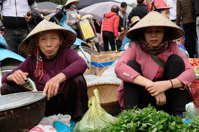 Hàng ngàn người đi chợ đánh nhau cầu may ở Thanh Hóa - Ảnh 10.