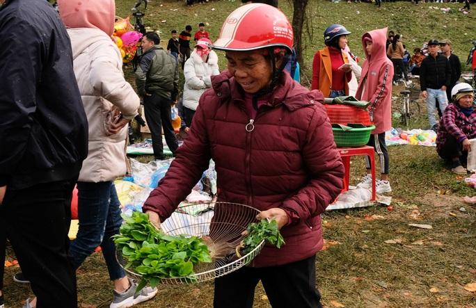 Hàng ngàn người đi chợ đánh nhau cầu may ở Thanh Hóa - Ảnh 8.