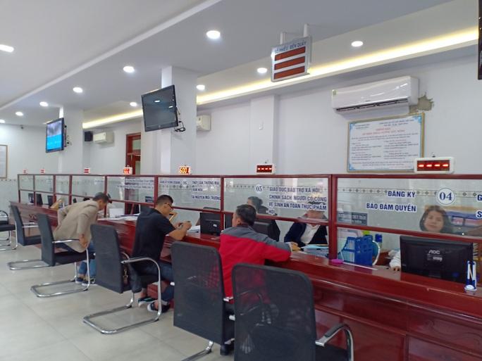 Đà Nẵng: Tổ 1 cửa quận Hải Châu vắng cán bộ trong ngày đầu làm việc năm mới - Ảnh 3.
