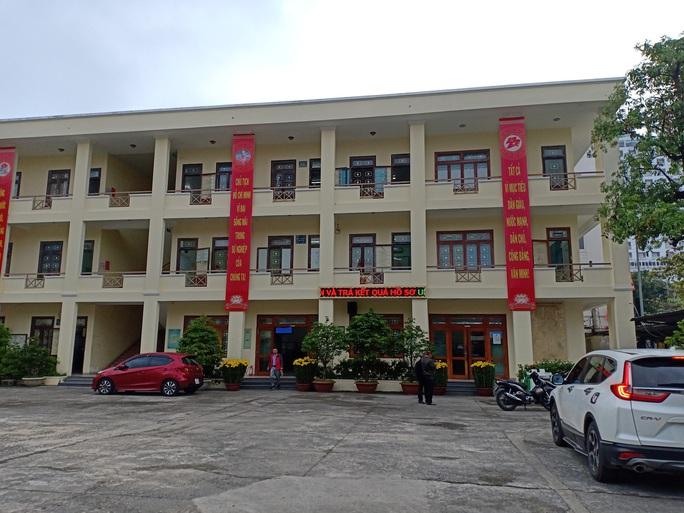 Đà Nẵng: Tổ 1 cửa quận Hải Châu vắng cán bộ trong ngày đầu làm việc năm mới - Ảnh 4.