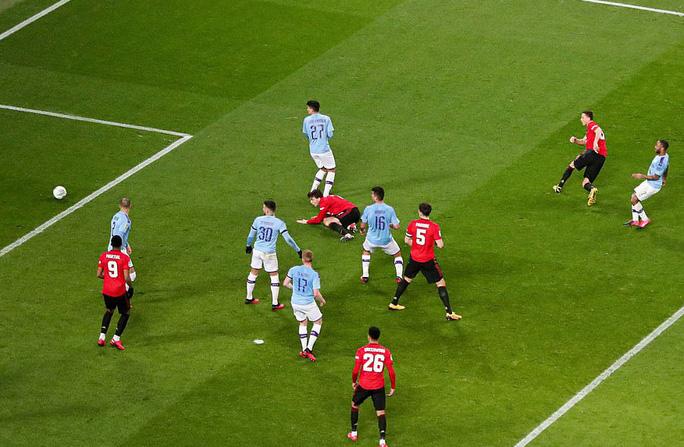 Thắng đại chiến ở Etihad, Man United vẫn vuột vé chung kết League Cup - Ảnh 3.