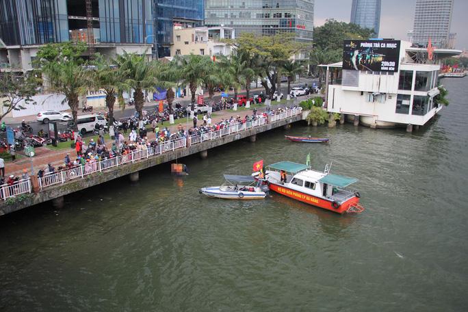 Người đàn ông nhảy cầu sông Hàn chiều mùng 6 Tết - Ảnh 1.
