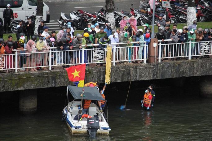 Người đàn ông nhảy cầu sông Hàn chiều mùng 6 Tết - Ảnh 2.