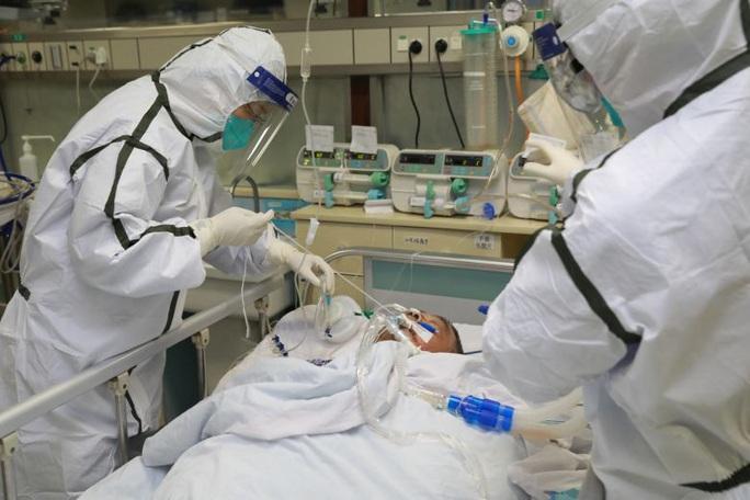 Số ca nhiễm virus corona trên toàn cầu tăng chóng mặt lên gần 8.000  - Ảnh 1.