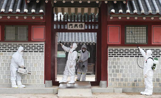 Sợ lây virus Vũ Hán, người dân Hàn Quốc ném trứng và mắng nhiếc bộ trưởng - Ảnh 1.