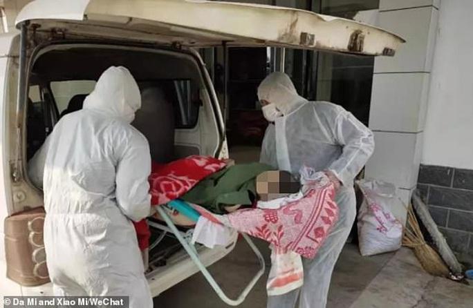 Cha bị cách ly vì virus corona, con bại não ở nhà một mình tử vong - Ảnh 2.