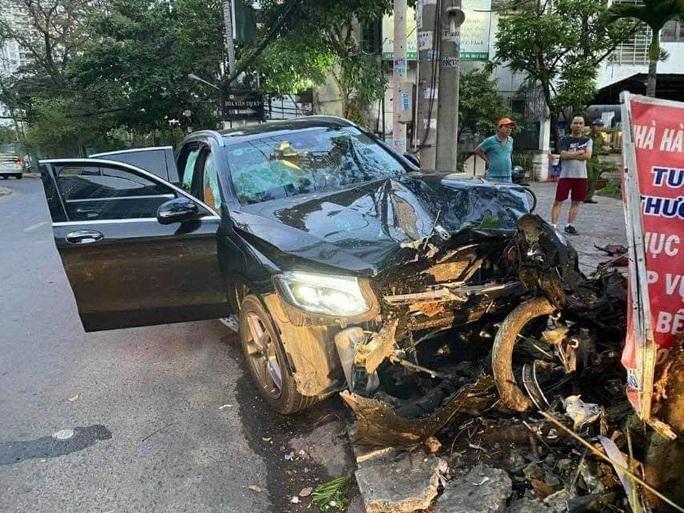 Thêm nhiều tình tiết vụ xe Mercedes gây tai nạn kinh hoàng gần sân bay Tân Sơn Nhất - Ảnh 3.